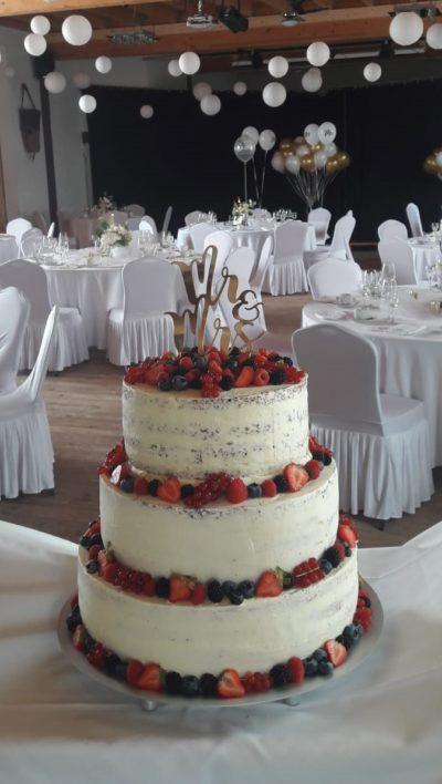 Hochzeitstorte mit Beeren